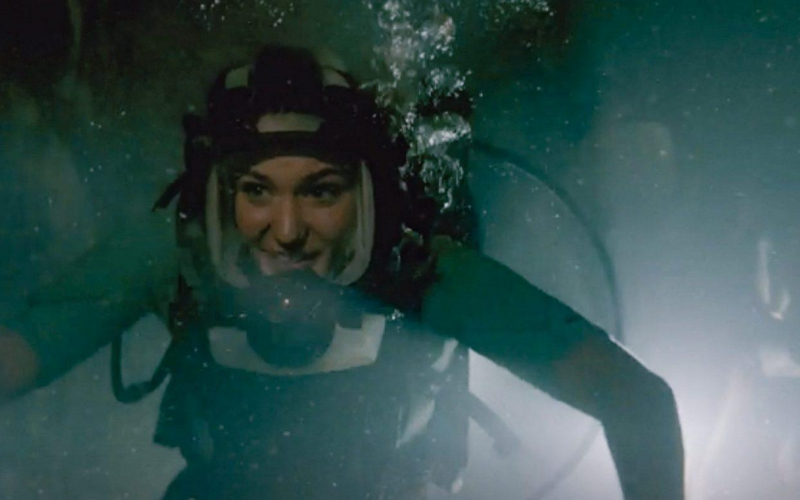 "Diveways full face mask on Sophie Nelisse for ""47 Meters Down – Uncaged"""